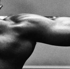 schouders trainen met dumbells